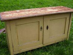 odstranění starého nátěru z nábytku k renovaci louhem