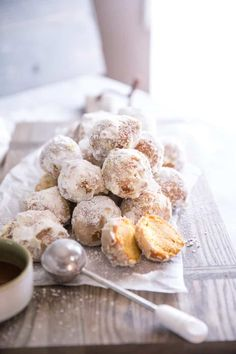 Fluffy pumpkin fritters are light and soft and coated with powdered sugar! Fluffy pumpkin fritters are light and soft and coated with powdered sugar! Pumpkin Cookies, Pumpkin Dessert, Pumpkin Bread, Donut Recipes, Gourmet Recipes, Dessert Recipes, Keto Desserts, Recipes Dinner, Pasta Recipes