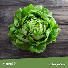 #DicadeCasa  Sabia que as folhas de alface quando são cortadas com a faca perdem o seu valor nutritivo? Para evitar que isso aconteça corte com a mão as folhas que vai utilizar na sua salada.