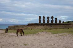 Sur la plage d'Anakena, île de Pâques