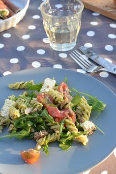 Eet lekker: Pastasalade met pesto, tonijn en feta