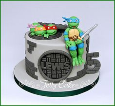 Teenage Mutant Ninja Turtles Birthday Cake | Flickr - Photo Sharing! TMNT Birthday Cake. Leonardo sitting on the edge of the cake with sugar drain covers too! www.jellycake.co.uk