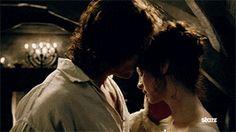 Jamie-Claire-Outlander-kiss