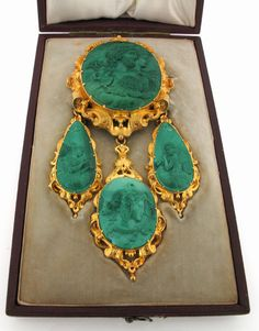 An elaborate carved malachite cameo mounted brooch pendant - Lot 1397 - Jewellery