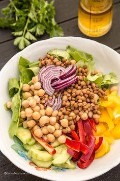 SALATA DE NAUT CU LINTE SI FETA | Diva in bucatarie Healthy Salad Recipes, Vegan Recipes, Cooking Recipes, Food Art, Cobb Salad, Gluten Free, Nutrition, Meals, Glutenfree
