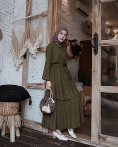Women's Dresses, Pretty Dresses, Fashion Dresses, Hijab Casual, Hijab Mode Inspiration, Abaya Mode, Hijab Stile, Moslem Fashion, Hijab Dress Party