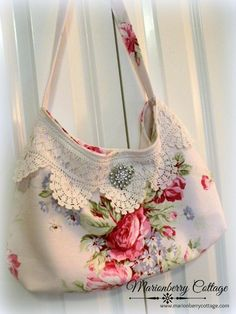 Shabby Pink roses barkcloth with vintage crochet slouchy boho handbag Handmade Purses, Handmade Handbags, Handmade Bracelets, Vintage Embroidery, Vintage Crochet, Crewel Embroidery, Vintage Knitting, Lace Bag, Creation Couture