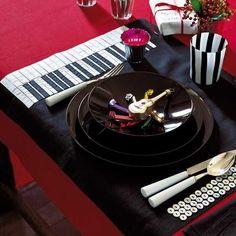 Piano keyboard table mat