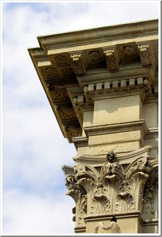 Florence capital and entablature