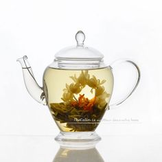 Nos douze fleurs de thé en deux exemplaires, dans un coffret cadeau de trois boites.