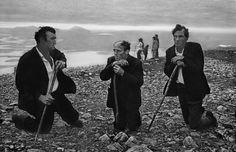 Il pellegrinaggio sul monte Croagh Patrick, contea di Mayo, Irlanda, 1972. (Josef Koudelka, Magnum/MacGill Gallery)
