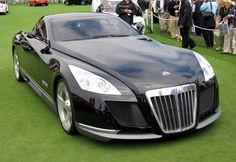 La Maybach Exelero (8 millions de dollars) a un moteur biturbo V12 avec 700 chevaux! 0-100 en 4.4 secondes et une vitesse de pointe de 350 km/h! Il n'y a qu'un seul modèle de cette voiture dans le monde et la beauté dépend beaucoup des goûts…!