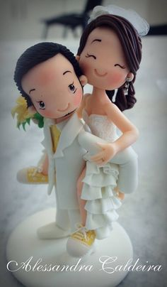 Bride and Groom cake topper. Pretty Cakes, Cute Cakes, Beautiful Cakes, Fondant Figures, Wedding Cake Toppers, Wedding Cakes, Fondant People, Fondant Toppers, Cupcake Toppers