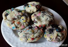 Just when you think cake batter cookies can't possibly getbetter, something amazing happens. Oreos. Lots and lots of crushed Oreos. Oh mygoodnesssss. These cookies are magic…