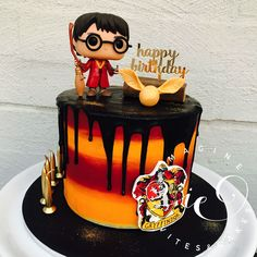 Birthday is a special day for everyone, and a perfect cake will seal the deal. Fantasy fictions create some of the best birthday cake ideas. Surprise your loved one with a creative cake that displays the best features of his/her favorite fantasy fictions! Harry Potter Torte, Harry Potter Desserts, Harry Potter Fiesta, Harry Potter Birthday Cake, Harry Potter Bday, Harry Potter Food, Harry Birthday, 36th Birthday, Birthday Quotes