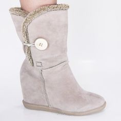 TO CUTE AND COMFY THESE ARE MINE  *BOOTS*BOOTS*BOOTS*BOOTS*BOOTS*BOOTS*BOOTS