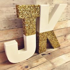 Gold glitter Letters self standing letters ivory gold numbers gold glitter oarty decor gold and white baby letters vintage baby letters Cool Paper Crafts, Paper Crafts Origami, Diy Arts And Crafts, Wood Letter Crafts, Painting Wooden Letters, Glitter Crafts, Glitter Paint, Gold Glitter, Name Decorations