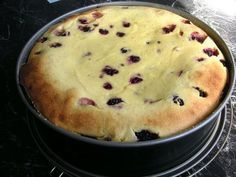 Fettarmer, blitzschneller und fruchtiger Käsekuchen Low-fat, lightning-fast and fruity cheesecake, a tasty recipe from the cakes category. Cheesecake Recipes, Cookie Recipes, Law Carb, No Calorie Foods, Healthy Dessert Recipes, Gourmet Recipes, Yogurt, Bakery, Food And Drink