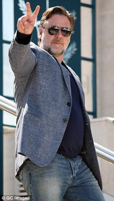 Russell Crowe is open to finding love as he promotes Nice Guys with Ryan Gosling Gladiator Movie, Shane Black, Celebrity Mugshots, Russell Crowe, Navy Tees, Bear Men, Ryan Gosling, Mens Fashion Suits, Cannes Film Festival
