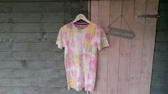 Unisex tee. Pink & green & yellow. Size small