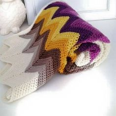 chevron crochet blanket - inspired - three beans in a pod ---Oooh beautiful colors! Crochet Afghans, Crochet Ripple, Crochet Blanket Patterns, Crochet Stitches, Knitting Patterns, Crochet Blankets, Ripple Afghan, Crochet Diagram, Chevron Crochet