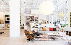 Exploring the best interior design stores in New York City ➤ To see more news about luxury lifestyle visit Coveted Edition at www.covetedition.com #covetededition #covetedmagazine #interiordesign #designstores #interiordesignstores #nyc #newyork #luxurystores