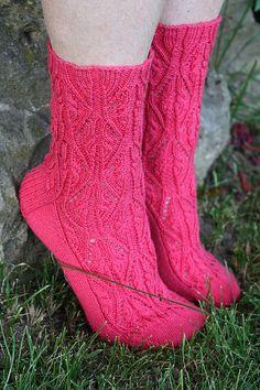 Ravelry: Wandering Rose pattern by Rhonda Johnson