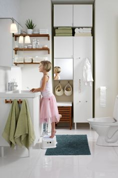 Bathroom furniture that gives you space for everything you need – and smart ways to organize it all.