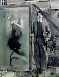 Tim Walker's fashion photographs are infused with Nightmare Before Christmas like tones that blur the distinction between reality and fantasy, making his images all the more captivating. Tim Walker Photography, Fantasy Photography, Fashion Photography, Glamour Photography, Lifestyle Photography, Editorial Photography, Film Noir Fotografie, Dark Fantasy, Fantasy Art
