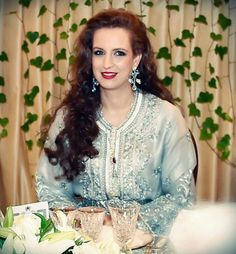 Charming as usual Moroccan Bride, Moroccan Caftan, Lala Salma, Caftan Gallery, Oriental Fashion, Costume, Muslim Women, Traditional Dresses, Clothing Patterns