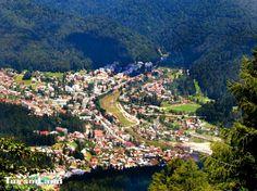 Busteni este un oras situat pe Valea Prahovei la poalele Muntilor Bucegi. Altitudinea de 800 de metri la care se afla orasul, este caracterizata de peisaje legendare preferate de turisitii iubitori de munte, care se afla in cautarea unor panorame spectaculoase la baza Caraimanului