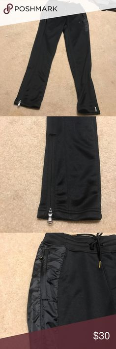 Men's UA sweats Men's sweatpants. In great condition! All black sweats. The bottom of the pants have a zipper! Under Armour Pants Sweatpants & Joggers