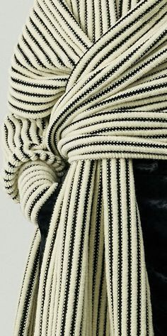 garter rib garter rib History of Knitting Wool spinning, weaving and stitching careers such as BC. Textiles, Mode Style, Style Me, Fashion Outfits, Womens Fashion, Fashion Trends, Fashion Details, Fashion Design, Look Chic