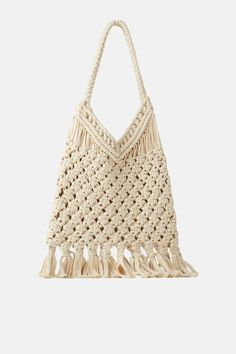 Straw bags are the first ones that come to mind when you talk about summer bag models. Straw bags can be hand-knitted or ready-made. Other popular bags in Crochet Tote, Knit Crochet, Shopper Bag, Tote Bag, Collection Zara, Bikinis Crochet, Macrame Purse, Latest Bags, Macrame Bracelets