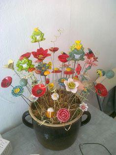 Blumen und Frösche Planter Pots, Ceramics, Flowers, Ceramica, Pottery, Ceramic Art, Porcelain, Ceramic Pottery