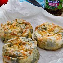 Hazır kavrulmuş ıspanak ile ıspanaklı Gül Böreği yapmak çok pratik. Tarifimizi mutlaka deneyin.