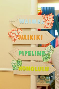 Hawaiian decor Ideas For Kitchen Nooks For many, the most popular room in the house is the kitchen. Aloha Party, Moana Birthday Party, Moana Party, Luau Birthday, Neon Party, Luau Party, Birthday Party Themes, Surfer Party, Hawaian Party