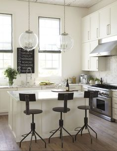 This is what I want my city kitchen to look like, at least today. 2morrow could be different. Photo by Laura Resen for @Lynne Bernard