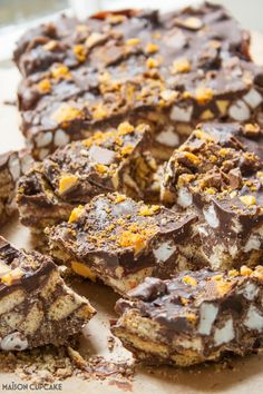 Make these super chunky gold honeycomb topped Crunchie Rocky Bars with just 4 ingredients - easy no bake recipe to make with kids