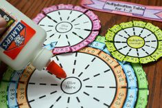 Multiplication Table Wheel Foldable (Times Table) Numbers 1 through 10 High School Activities, Toddler Learning Activities, Preschool Activities, Multiplication Wheel, Multiplication Activities, Maths, Message For Teacher, Math Blocks, Math Crafts