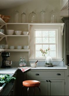 Don't feel limited by a small kitchen space. Get design inspiration from these charming small kitchen designs. New Kitchen, Kitchen Dining, Kitchen Decor, Kitchen Corner, Kitchen Ideas, Tidy Kitchen, Dining Room, Kitchen White, Kitchen Designs