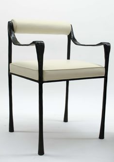 The Glac dining chair is shapely and sculpted, thanks to its curved arms, slim, tapered legs and rolled back. Stately and refined.