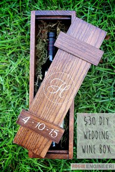 DIY Wedding Wine Box Plans -Make and fill withc wine bottle from wedding and letters/prayers/wishes from family & friends. Open significant anniversary Small Wood Projects, Craft Projects, Wooden Wine Boxes, Diy Wedding Gifts, Do It Yourself Wedding, Wood Gifts, Diy Box, Diy Wood Box, Woodworking Projects
