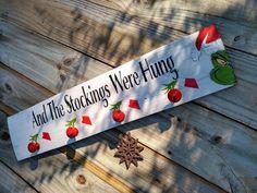 Grinch Christmas Tree, Grinch Christmas Decorations, Christmas Signs Wood, Christmas Art, Christmas Projects, Winter Christmas, Christmas Themes, Grinch Ornaments, Christmas Bathroom Decor