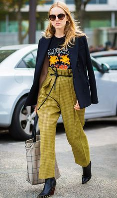 I love every cool piece of this outfit. Color, paperbag pants, studded cowboy style boots, rocker tee and blazer. Try this cool outfit idea for sure. Street Style Outfits, Looks Street Style, Street Style 2017, Mode Outfits, Casual Outfits, Fashion Outfits, Womens Fashion, Fashion Tips, Fashion Trends
