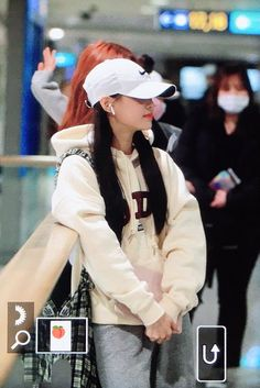 (1) @cumpj/loona no Twitter / Twitter Olivia Hye, The Masterpiece, Mamamoo, Kpop Girls, Girl Group, Female, My Style, Airport Outfits, Twitter Twitter
