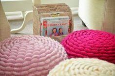 Crochet flower pouf Jip by Jan Diy Crochet Flowers, Crochet Pouf, Crochet Cushions, Crochet Pillow, Cute Crochet, Beautiful Crochet, Yarn Projects, Crochet Projects, Crochet Cushion Cover