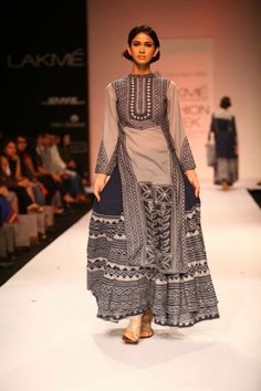 Jeff Lakme Fashion Week, India Fashion, Asian Fashion, Pakistani Dresses, Indian Dresses, Indian Outfits, Indian Attire, Indian Ethnic Wear, Kurta Style