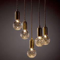 Julklappstips på R.O.O.M. Lampa från Lee Broom. Crystal Bulb inkl upphängning 2.175kr/st. Endast Crystal bulb 1.249kr. Finns även som taklampa med 5 lampor, 11.295kr, samt bordslampa 2.520kr. Finns på R.O.O.M. Täby C. Foto: @leebroom #roombutiken #leebroom #crystalbulb #julklappstipspåroom Ceiling Lights, Lighting, Pendant, Instagram, Living Room, Home Decor, Velvet, Photo Illustration, Decoration Home