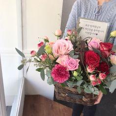 꽃바구니 (이대꽃집 전시회꽃바구니 연주회꽃 공연축하꽃) : 네이버 블로그 Beautiful Bouquet Of Flowers, Flower Basket, Planting Flowers, Wedding Decorations, Floral Wreath, Delivery, Wreaths, Plants, Bouquets